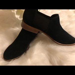 G.H. BASS & CO. WOMENS BROOKE SUEDE ANKLE BOOTIES